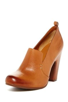 beautifully made brown leather loafer style heel #minimalist #fashion #style