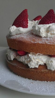 You cannot beat a traditional Victoria sponge @Allison House! of Fraser #HofAtHome