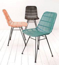 Tegenwoordig ziet men steeds vaker rotan en rieten meubelen, een rotan stoel verven is de manier om deze een gave..