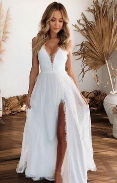 Grace Loves Lace, Simple Elegant Wedding Dress, Simple Long Dress, Elegant Girl, Simple Dresses, Bridesmaid Dresses Plus Size, Casual Bridesmaid, Plus Size Wedding Guest Dresses, Dream Wedding Dresses