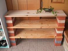 レンガと板で簡単収納棚                                                       …