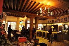 """Tournage au bar du CEP d'une scène du film « Premiers Crus »! Film shoot at the bar of the CEP for a scene from the film """"Premiers Crus""""!"""