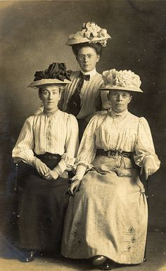 Three serious Edwardian ladies in Blackpool Edwardian Era, Edwardian Fashion, Vintage Fashion, Victorian, Vintage Photo Album, Vintage Photos, Old Photographs, Old Photos, A Little Night Music