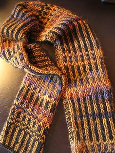 Free Pattern: Inside-Outside Scarfhttp://www.ravelry.com/patterns/library/inside-outside-scarf