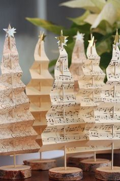 weihnachtsdeko diy ideen altes notenpapier weihnachtsbaum selber basteln - beautiful handmade / homemade Christmas decorations made in the shape of Christmas trees using music paper Noel Christmas, Winter Christmas, Christmas 2019, Christmas Movies, Christmas Music, Christmas Lights, Christmas Tree Out Of Books, Christmas Medley, Christmas Rugs