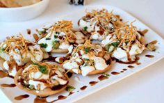 Papdi Chaat Recipe with step by step .Stack up a plate of tangy decadence with this papdi chaat recipe. Savory Snacks, Snack Recipes, Cooking Recipes, Vegetarian Recipes, Breakfast Recipes, Indian Snacks, Indian Food Recipes, Papdi Chaat, Papri Chaat Recipe