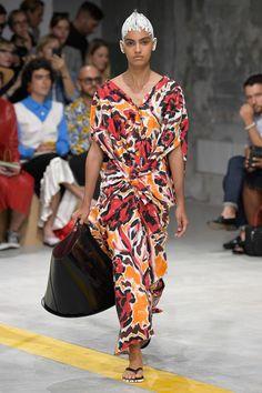 Marni Spring 2020 Ready-to-Wear Fashion Show - Vogue Vogue Fashion, Fashion Week, Fashion 2020, Spring Fashion, Style Fashion, Antonio Marras, Jane Birkin, Vogue Paris, Vogue Russia