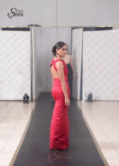 Vestido Rojo de escote en la espalda