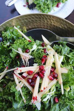 Ensalada de kale, colecitas, manzana y granada. Yum! piloncilloyvainilla.com