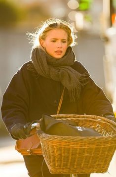 Copenhagen Bikehaven by Mellbin - Bike Cycle Bicycle - 2016 - 0211 - Franz-Michael S. Mode Outfits, Winter Outfits, Fashion Outfits, Womens Fashion, Fashion Hacks, Fashion Tips, Fashion Trends, Looks Style, Style Me