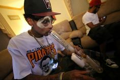 Wiz Khalifa Smoking a Bong - Real 420 Dude