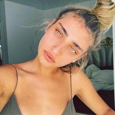 Good Week, Eyebrows, Handsome, Hoop Earrings, Artist, Instagram, Fashion, Moda, Eye Brows