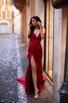Red Formal/Prom Gown - Alamour The Label Red Wedding Dresses, Gala Dresses, Bridesmaid Dresses, Red Dress Prom, Split Prom Dresses, Long Mermaid Dress, Mermaid Dresses, Elegant Dresses, Beautiful Dresses