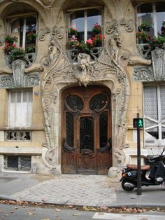 Art Nouveau design, Paris. I definitely want to see stuff like this next time I go!