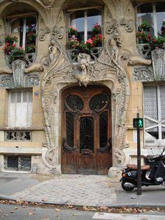 Art Nouveau design, Paris. I definitely want to see stuff like this next time I go!