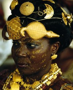 In Ghana, the display of gold at the Ashanti king's jubilee in 1995 was unsurpassed in splendor. This Adioukrou Queen Mother, attending the jubilee, indicates her status by wearing gold turtle & crocodile talismans in her hair.