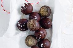 Gingerbread truffles Rum Truffles, Chocolate Truffles, Truffle Butter, Truffle Recipe, Ginger Chocolate, Melting Chocolate, Christmas Truffles, Christmas Gifts, Christmas Recipes