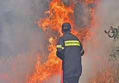Μαίνεται η πυρκαγιά στο Μετόχι Αργολίδας