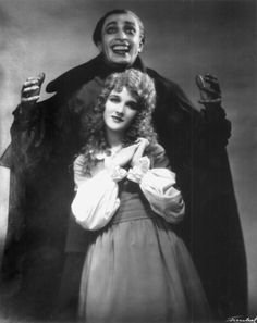 Conrad Veidt and Mary Philbin in The Man Who Laughs 1928