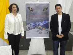 O #escritor #MatheusLCarvalho com sua tia, Sirene Pereira de Carvalho, no lançamento do #livro #OValeDosLobos, em Santa Isabel, interior de SP.