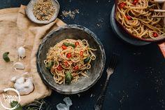 Chili, Spaghetti, Pizza, Vegan, Ethnic Recipes, Food, Chili Powder, Chilis, Meals