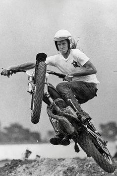 Endless me : Photo Enduro Vintage, Vintage Motocross, Vintage Bikes, Vintage Motorcycles, Enduro Motocross, Motocross Racing, Valentino Rossi, Dirt Bike Racing, Dirt Biking