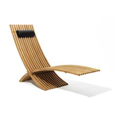 Elegant and classic foldable lounge chair with leather headrest