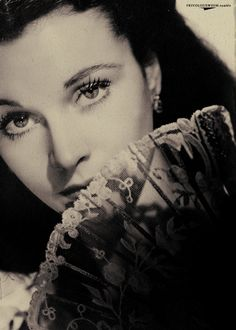 Vivien Leigh... I want to draw her for an art project sometime and I think this would be a fantastic portrait!