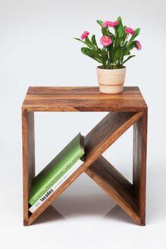 Η Kare δημιούργησε για εσάς ένα κομψό, λιτό και λειτουργικό βοηθητικό τραπεζάκι, από sheesham ξύλο.