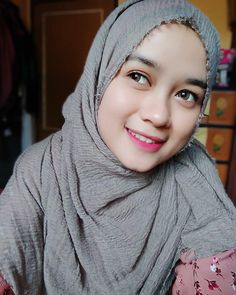 "Siapa yang suka kebingungan ketika ceweknya bilang ""Terserah"" 😂😂😂 Pemilik foto :@ #komunitas_hijab_indonesia #myhijabindo #gadistercantik… Beautiful Hijab, Beautiful Women, Dogy Style, Japanese Tatto, Girl Hijab, Hijab Fashion, Lady, Womens Fashion, Cute"