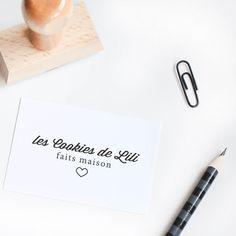 Votre tampon signature sur mesure, pour signer vos créations. L'outil parfait pour personnaliser papeterie, réaliser vos cartes, étiquettes, enveloppes...