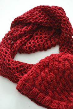 IDEOI beanie and scarf, Novita Naava