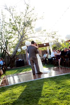 Backyard Weddings - Ideas and decorations for Rustic Country Weddings in the Backyard
