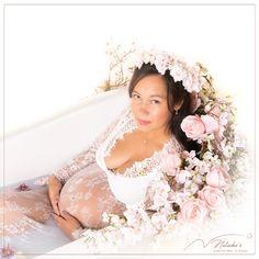 le shooting grossesse bain de lait, vous assure des photos originales et à votre image ! Photos Originales, Girls Dresses, Flower Girl Dresses, Studio, Wedding Dresses, Fashion, Milk Bath, Flowergirl Dress, Photography