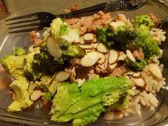 Brown rice, albacore tuna, sliced almonds, avocado and black pepper!!!!! :-) yum!