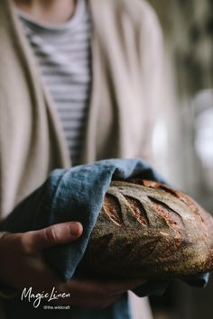 Discover our quality kitchen and table linens: linen aprons, tablecloths, dishcloths and much more. Soft, absorbent cloth napkins for any occasion. Handmade from 100% pure linen. Styling by @the.wildcraft