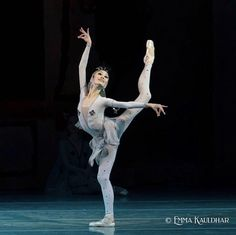 Ballet Beautiful October 13, 2020 | ZsaZsa Bellagio - Like No Other Ballet Photos, Dance With You, Shall We Dance, Emotion, Ballet Photography, Ballet Beautiful, Ballet Dancers, Ballerinas, Statue