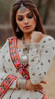 In this post, you can find many best Navratri Dress Images and Navratri Outfit. Garba Dress, Navratri Dress, Garba Chaniya Choli, Choli Designs, Salwar Designs, Indian Attire, Indian Wear, Indian Dresses, Indian Outfits
