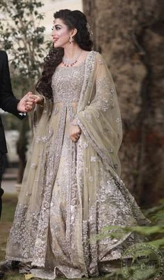 Latest Pakistani Engagement Dresses Collection For Bride Pakistani Engagement Dresses, Engagement Dress For Bride, Engagement Gowns, Indian Wedding Gowns, Pakistani Formal Dresses, Pakistani Wedding Outfits, Indian Bridal Outfits, Pakistani Bridal Dresses, Pakistani Wedding Dresses