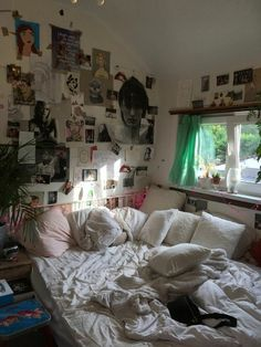 Indie Room Decor, Aesthetic Room Decor, Hipster Bedroom Decor, Aesthetic Bedrooms, Decor Room, Wall Decor, Chill Room, Cozy Room, Room Design Bedroom