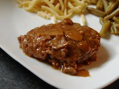 Cassie Craves: Slow Cooker Cube Steak and Gravy Baked Steak Recipes, Cubed Beef Recipes, Cube Steak Recipes, Grilling Recipes, Slow Cooker Beef, Slow Cooker Recipes, Crockpot Recipes, Yummy Recipes, Meal Recipes