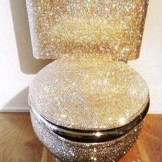 A glitter toilet! Mod podge and glitter with clear spraypaint Ideias Diy, My New Room, Bling Bling, My Dream Home, Sweet Home, Cool Stuff, Amazing, Awesome, Beautiful