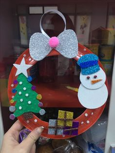 Christmas wreath craft idea for kids Making Christmas wreath Tony was originally from England, but he was born in India and grew up there. Kindergarten Christmas Crafts, Christmas Crafts For Kids To Make, Xmas Crafts, Christmas Projects, Preschool Crafts, Kids Christmas, Christmas Wreaths, Diy Christmas Gifts For Parents, Handmade Christmas Decorations