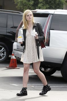 elle-fanning-out-in-los-angeles-october-2015_1.jpg (1280×1920)