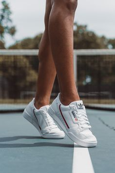 Classic adidas Originals sneakers designed with leather that gets better with ev. - Classic adidas Originals sneakers designed with leather that gets better with every step. Tenis Casual, Casual Sneakers, White Sneakers, Sneakers Fashion, Casual Shoes, Sneakers Design, Sneakers Style, Fashion Outfits, Shoes Style