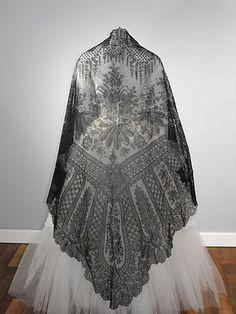 Estate Antique Chantilly Black Lace Shawl Veil