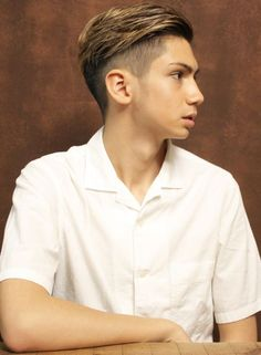 外国人風バーバーショート(髪型メンズ) Short Hair Undercut, Undercut Hairstyles, Hairstyles Haircuts, Hipster Haircuts For Men, Hipster Hairstyles, Mens Hairstyles With Beard, Asian Men Hairstyle, Gents Hair Style, Hair Highlights