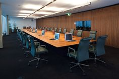 OMV Headquarter Wien @ hochgerner interior.solutions Modern, Conference Room, Table, Furniture, Interior, Home Decor, Ceiling Trim, Wall Cladding, Conference Table
