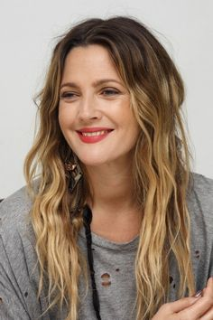 """Drew Barrymore - """"There's something liberating about not pretending. Dare to embarrass yourself. Drew Barrymore Hair, Drew Barrymore Style, Boho Hairstyles, Pretty Hairstyles, Corte Y Color, Actrices Hollywood, Grunge Hair, Love Hair, Hair Pictures"""
