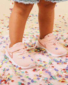 Las Nike Tanjun son perfectas para los más peques🎉  Ligeras y se adaptan perfectamente al pie dando confianza en cada paso⭐️ Kids Sneakers, Nike, Shoes, Fashion, Shoes For Girls, Confidence, Moda, Zapatos, Shoes Outlet